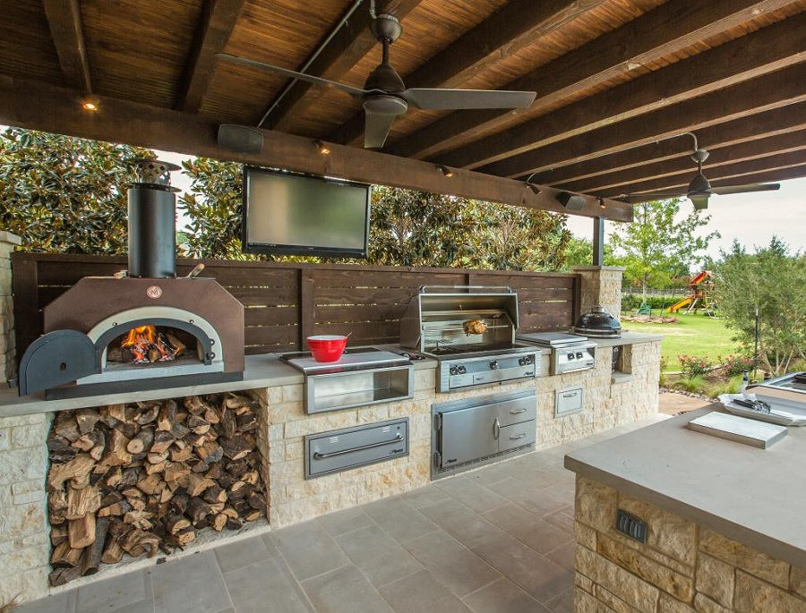 11 gorgeous outdoor kitchen designs for sydneysiders for Outdoor stone kitchen designs