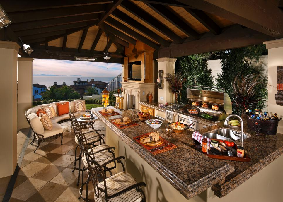 High-End Outdoor Kitchen